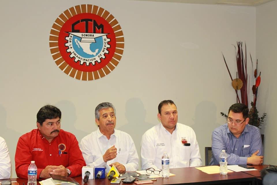 Javier Villarreal Gámez y otros líderes de la CTM en Sonora