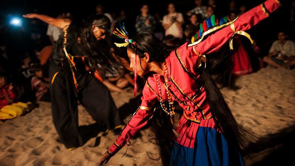 series bailando en el desierto