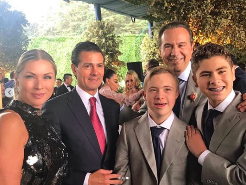 Juan Collado en un fiesta con el ex presidente Enrique Peña Nieto.