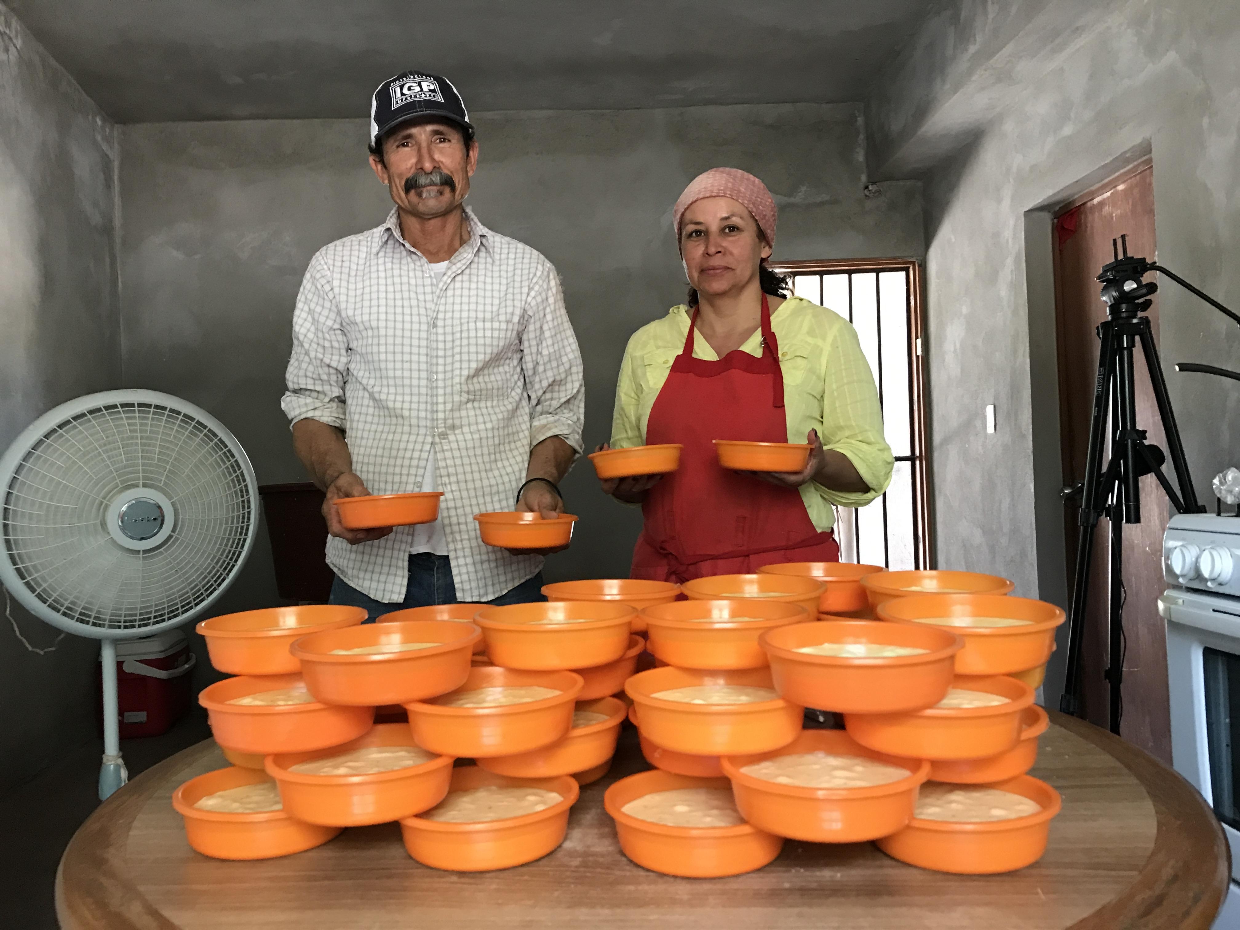 Abel Trujillo López y Lupita Romero son productores del Río Sonora