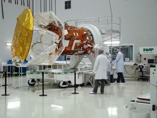 Construcción de satélites