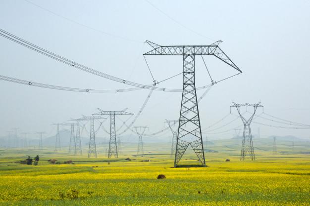 Torre de cableado eléctrico