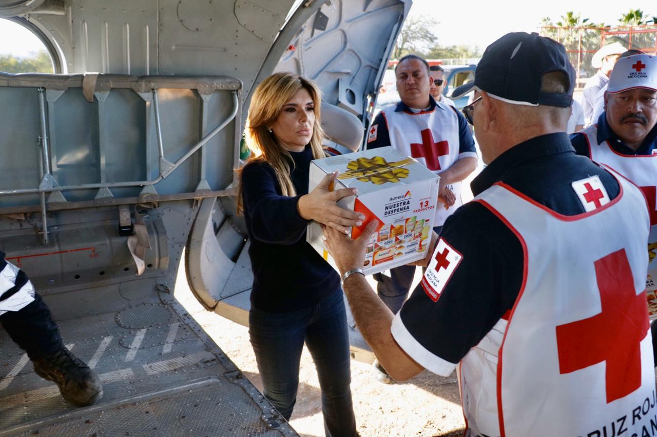 Claudia Pavlovich entrega víveres a damnificados de Sonora por las lluvias