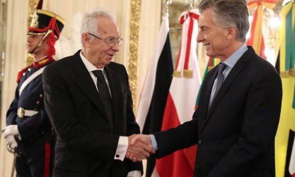 El embajador de México en Argentina robó un libro en Buenos Aires
