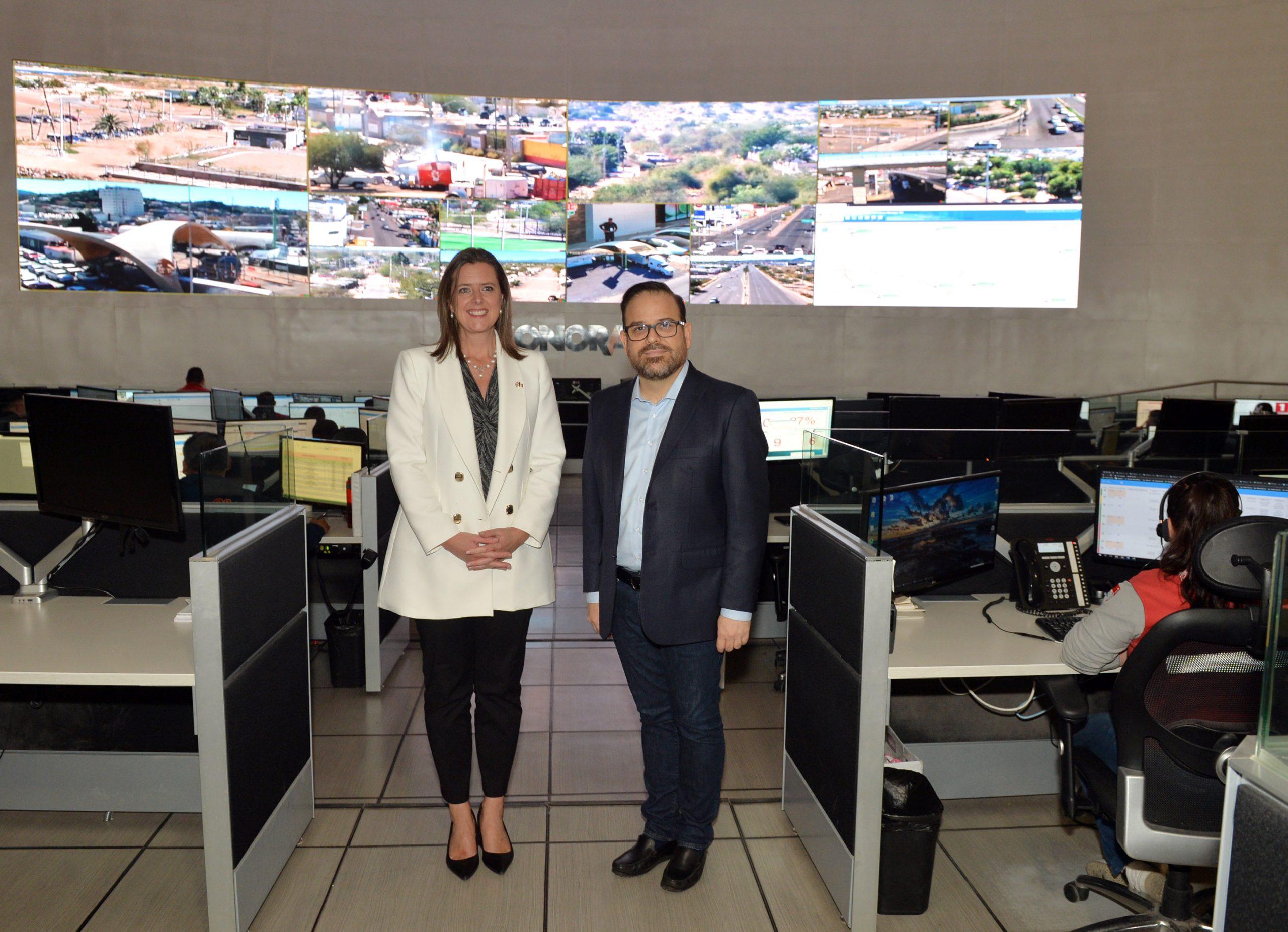 Embajadora del Reino Unido conoce la videovigilancia para combatir al crimen en Sonora