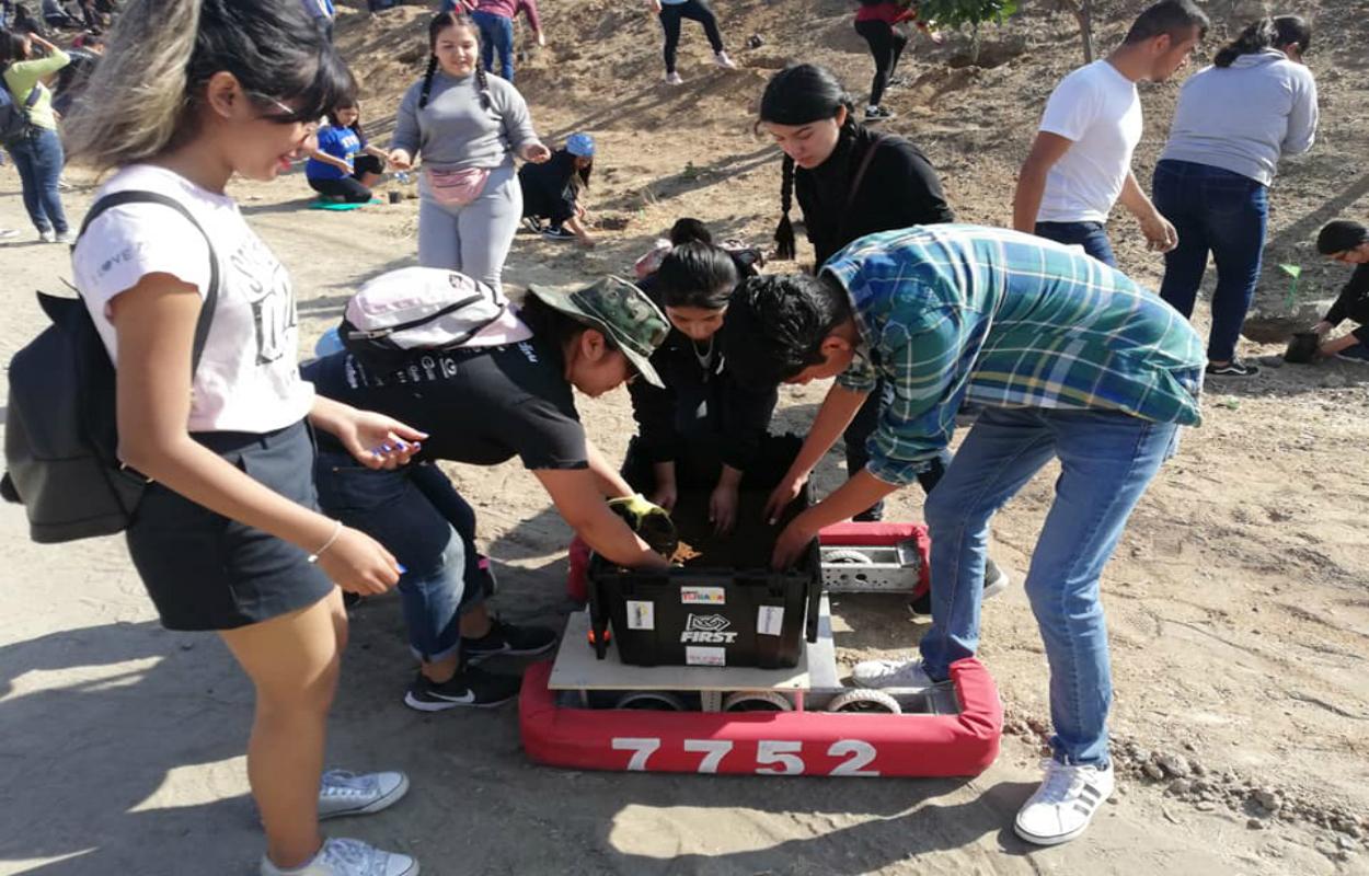 La empresas cazarán a jóvenes creadores de robots en Tijuana