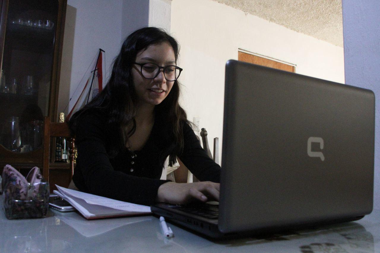 Atención a las redes sociales, tareas y lecturas así es como pasan el tiempo de cuarentena los más jóvenes de la casa