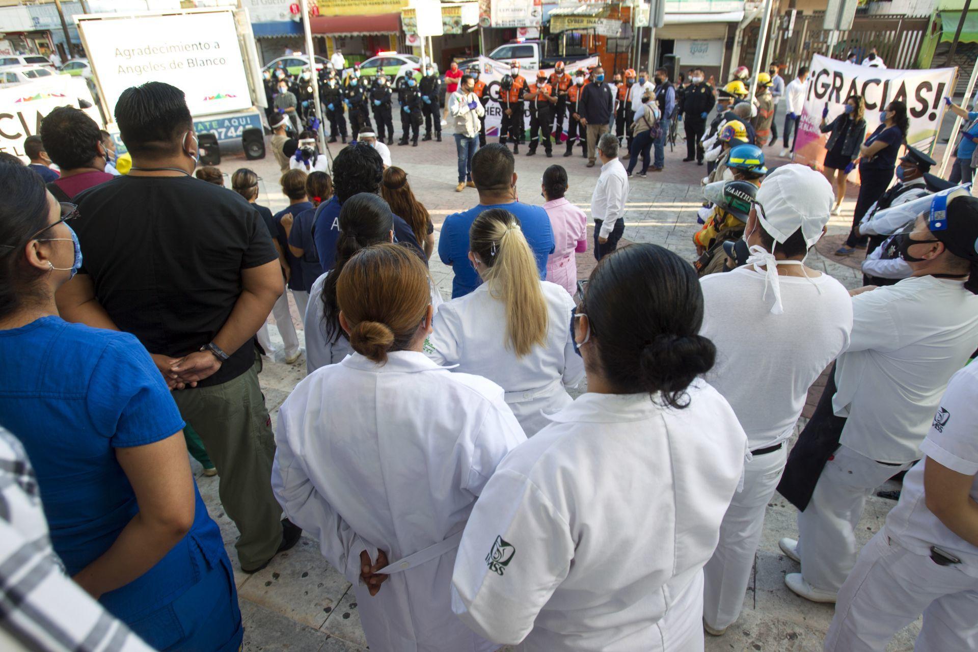 Dan becas a los hijos de médicos y enfermeras fallecidas por Covid-19 en Sonora