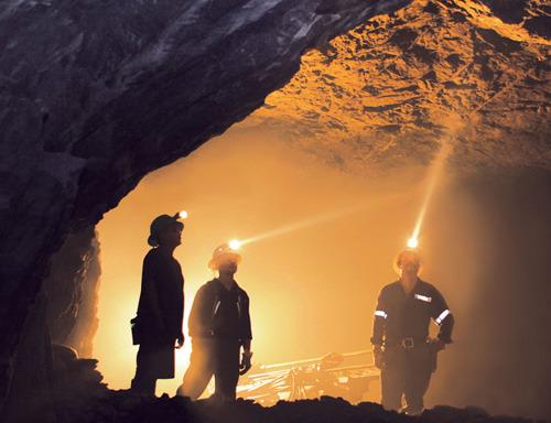 Unos 99 mil trabajadores vuelven a las minas y a las plantas automotrices de Sonora