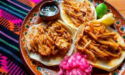 AMLO almuerza cochinita pibil yucateca en su gira presidencial a Estados Unidos