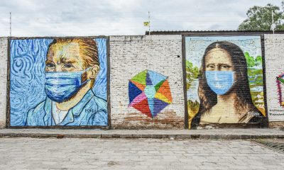 Jóvenes pintan murales en San Miguel de Allende