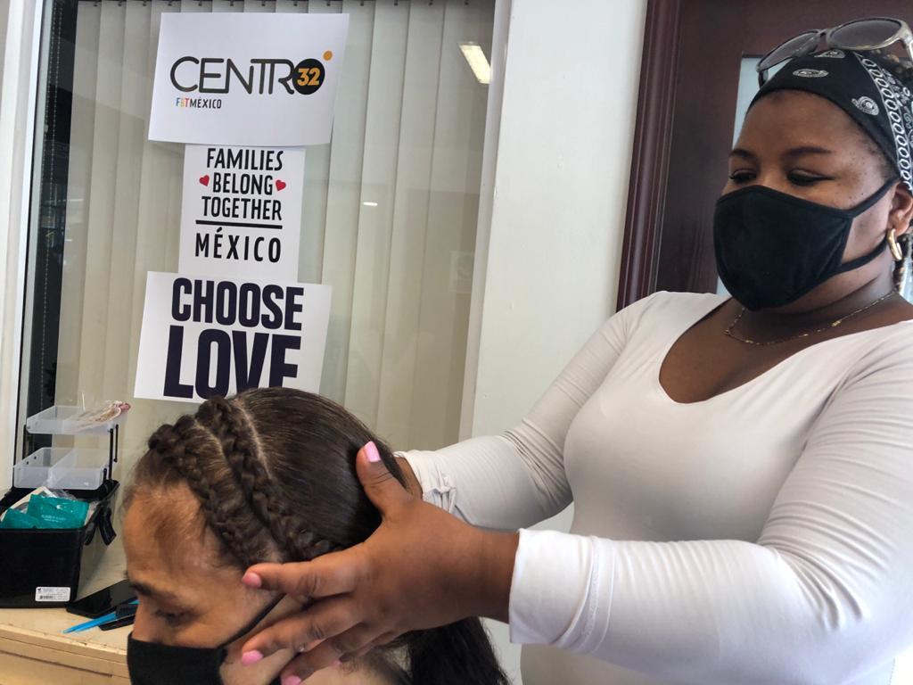 mujeres migrantes imparten talleres de oficios en TIjuana