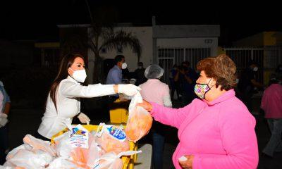 Alcaldesa repartir pollos